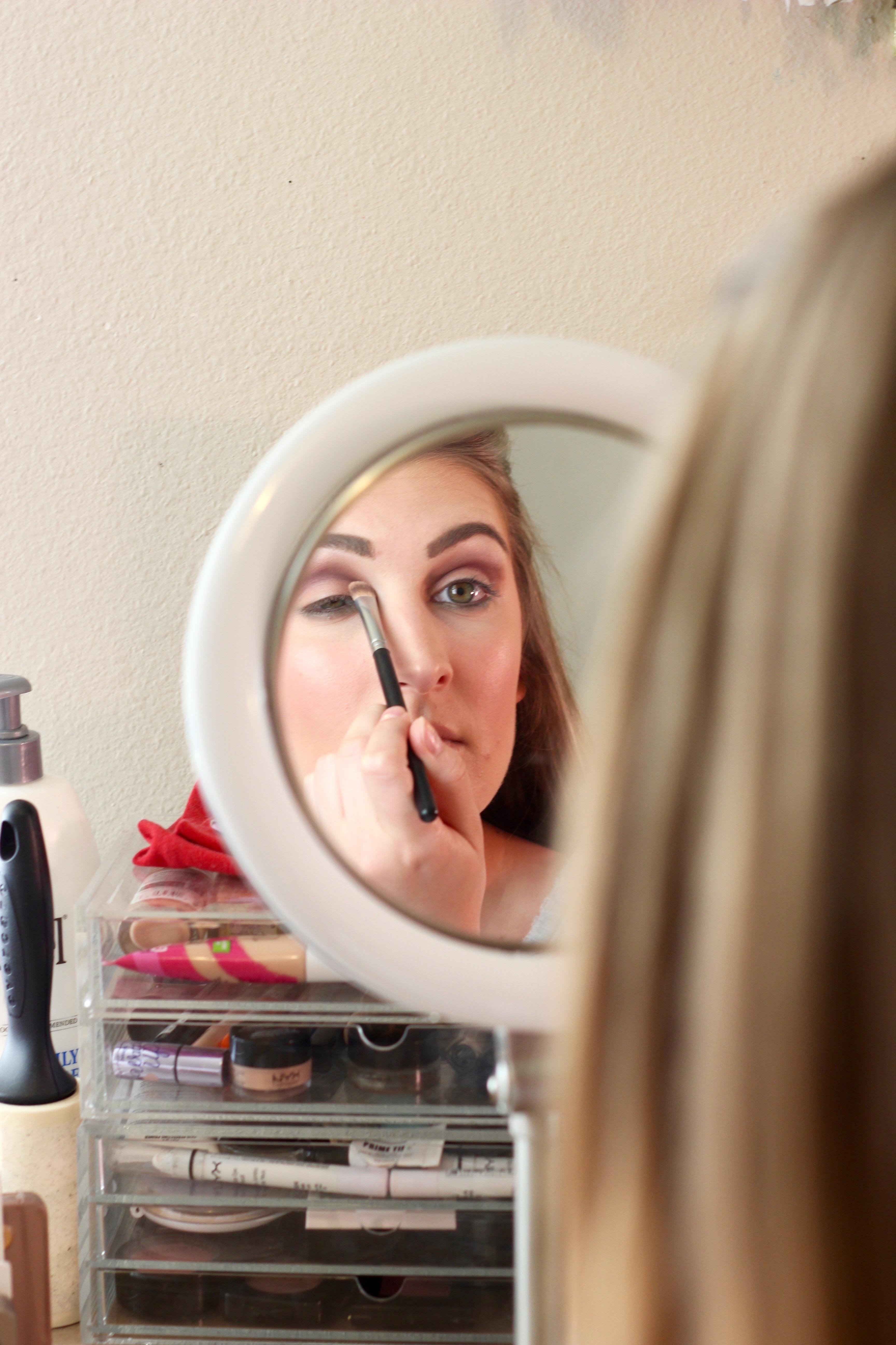 blend, eye makeup, mirror