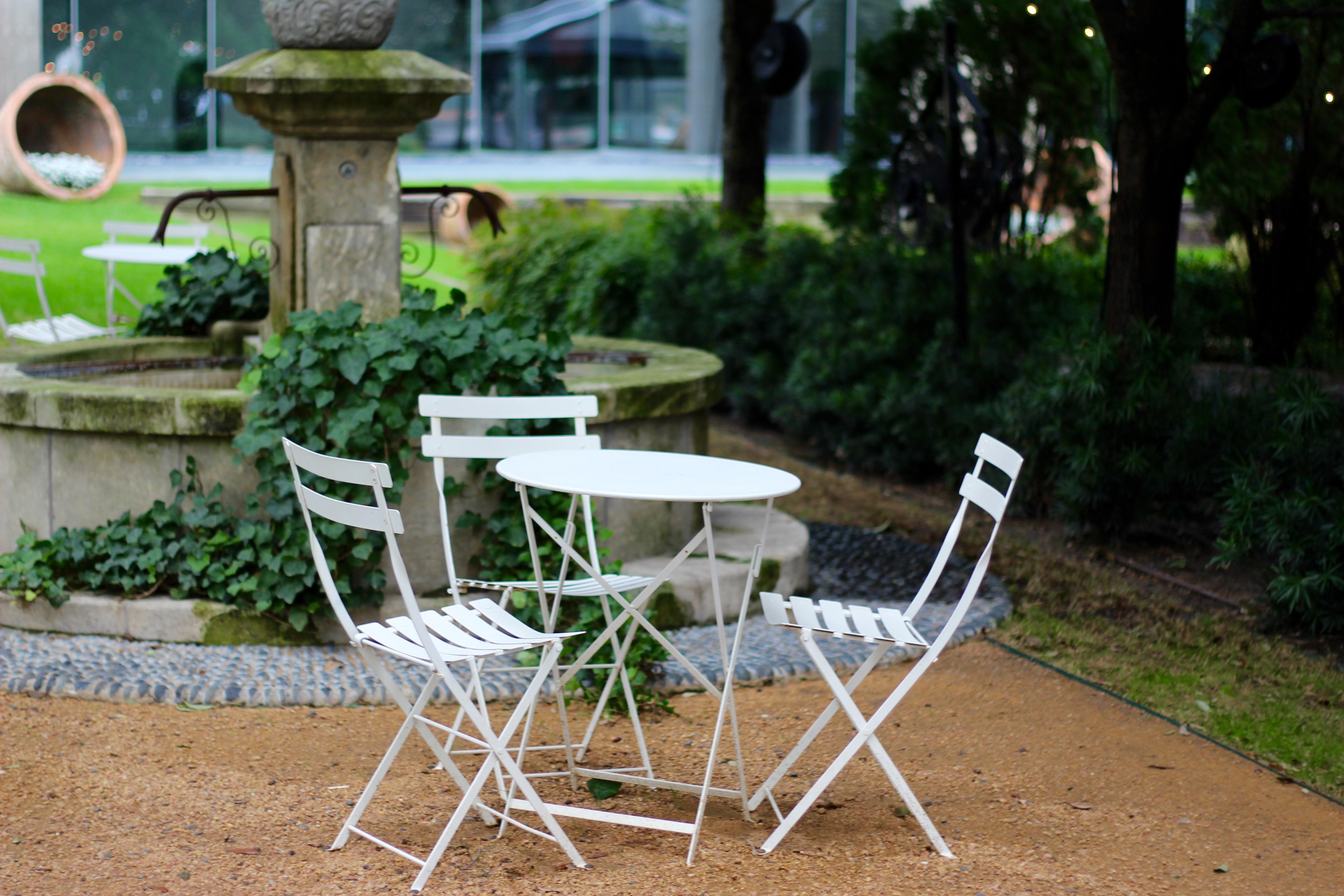 cute picnic table in dallas