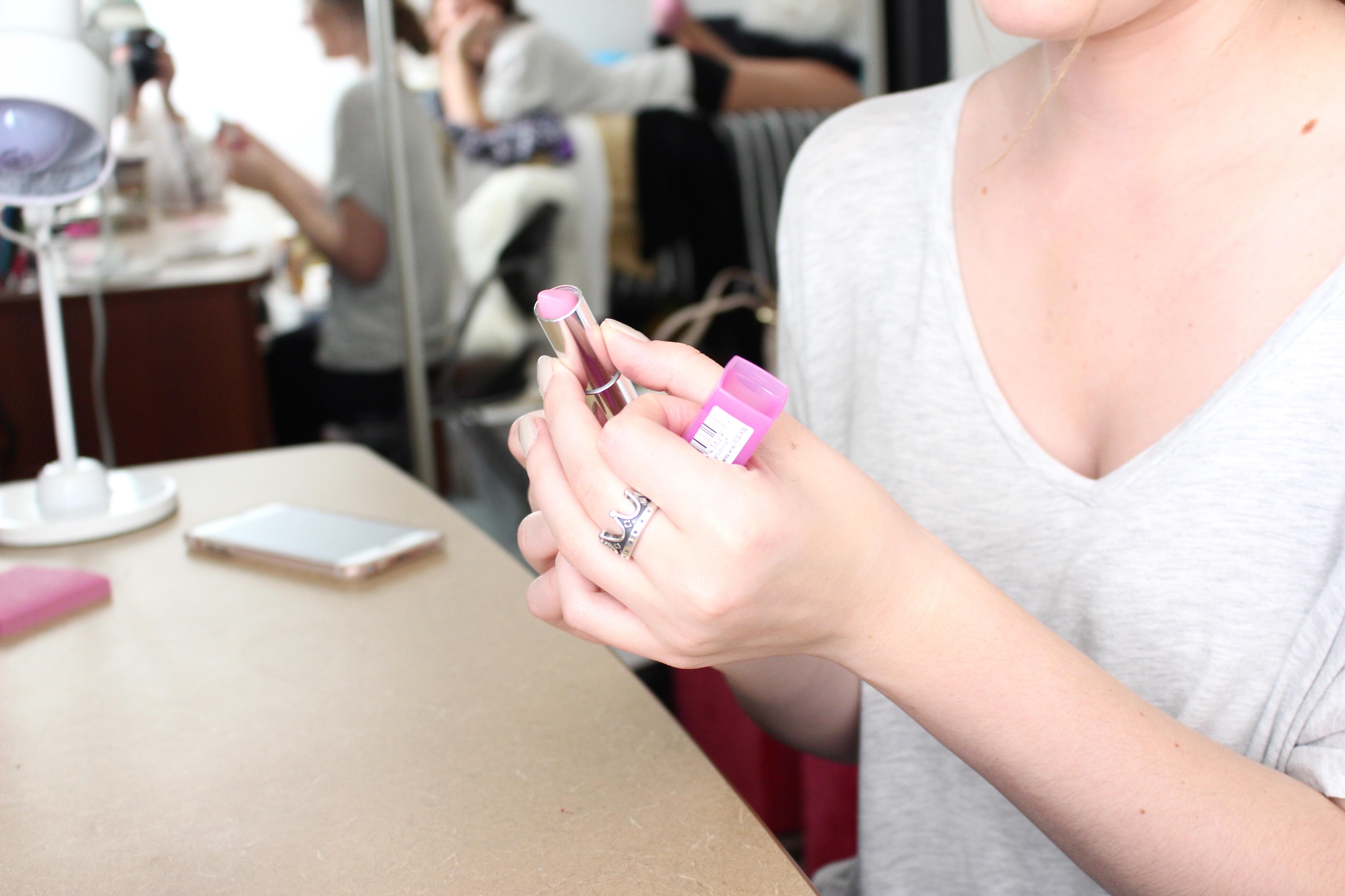 pale pink maybelline lipstick
