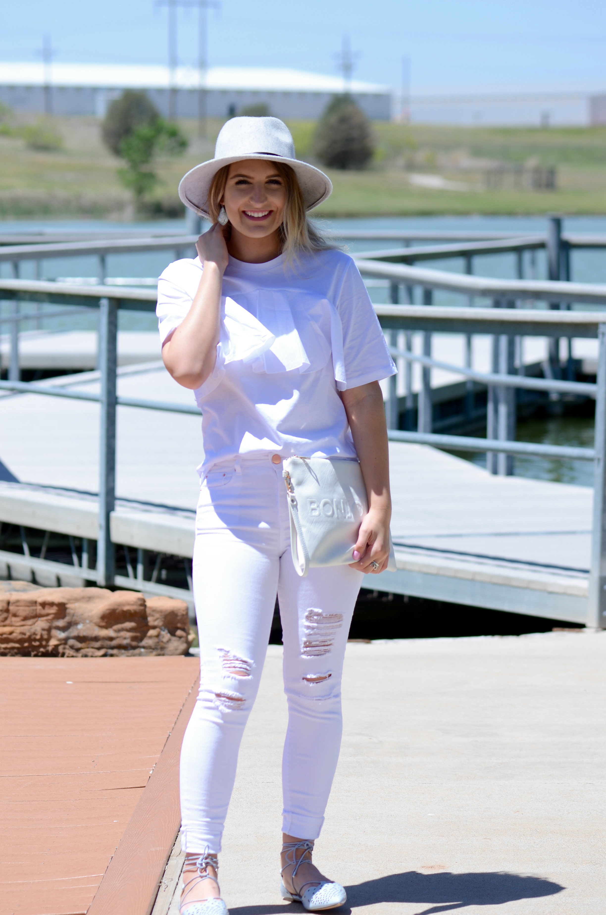 all white look for a fashion blogger