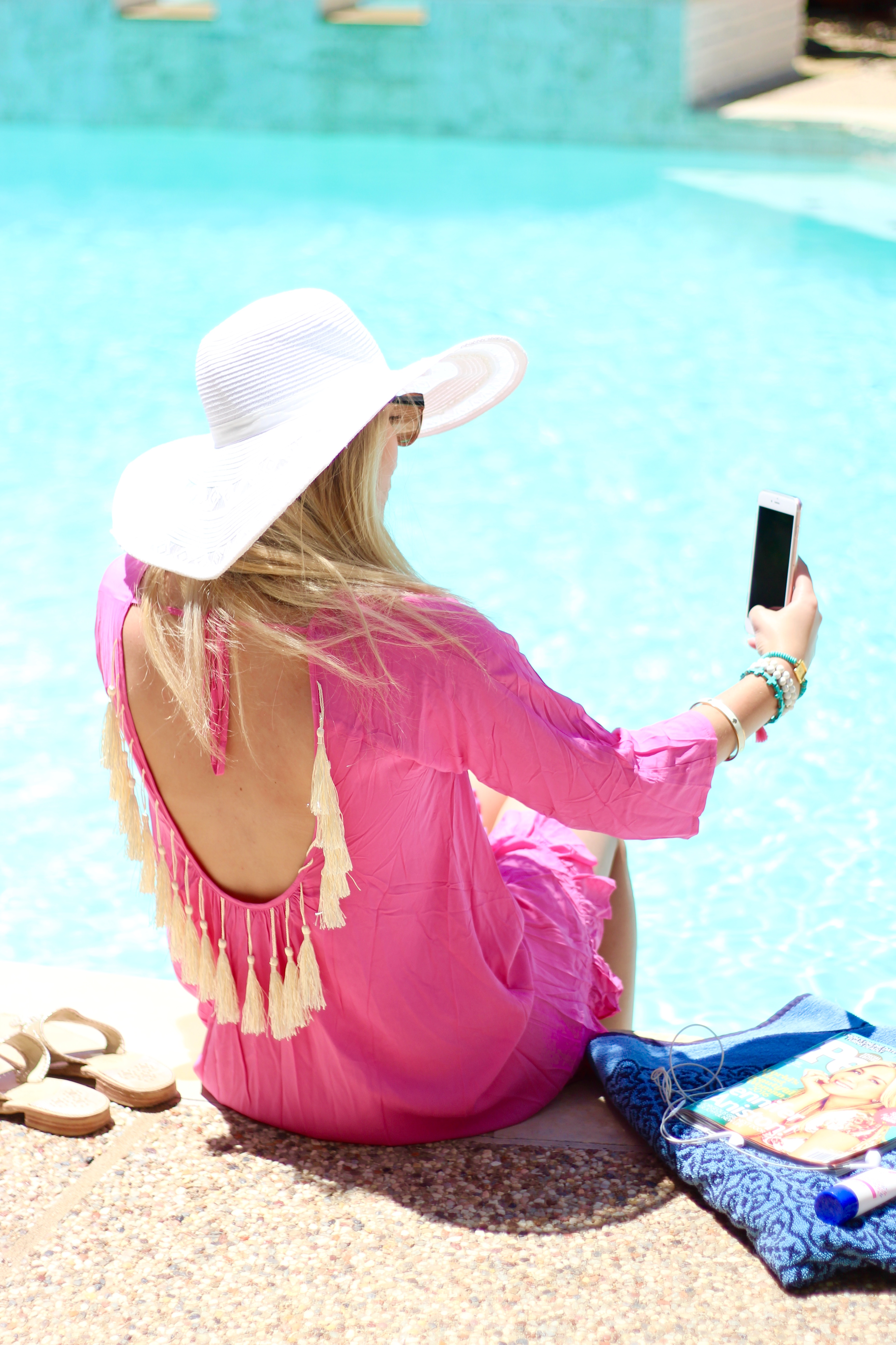 snap chatting away in the summer | Audrey Madison Stowe Blog