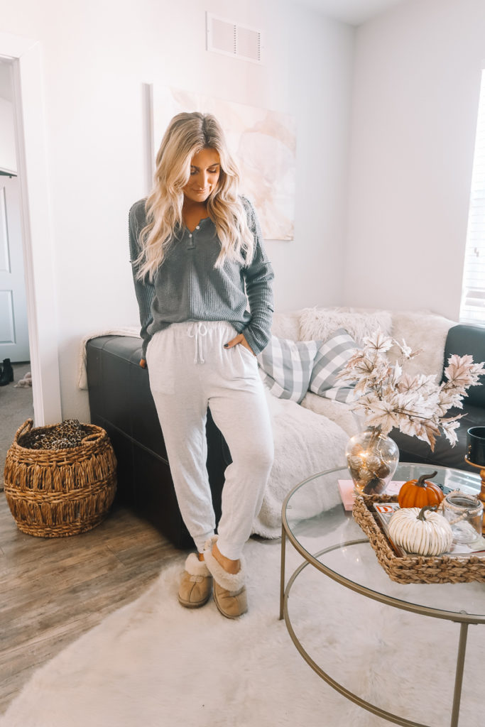 Casual Thanksgiving Outfit For the girl At Home | Thanksgiving OOTD | Audrey Madison Stowe a fashion and lifestyle blogger