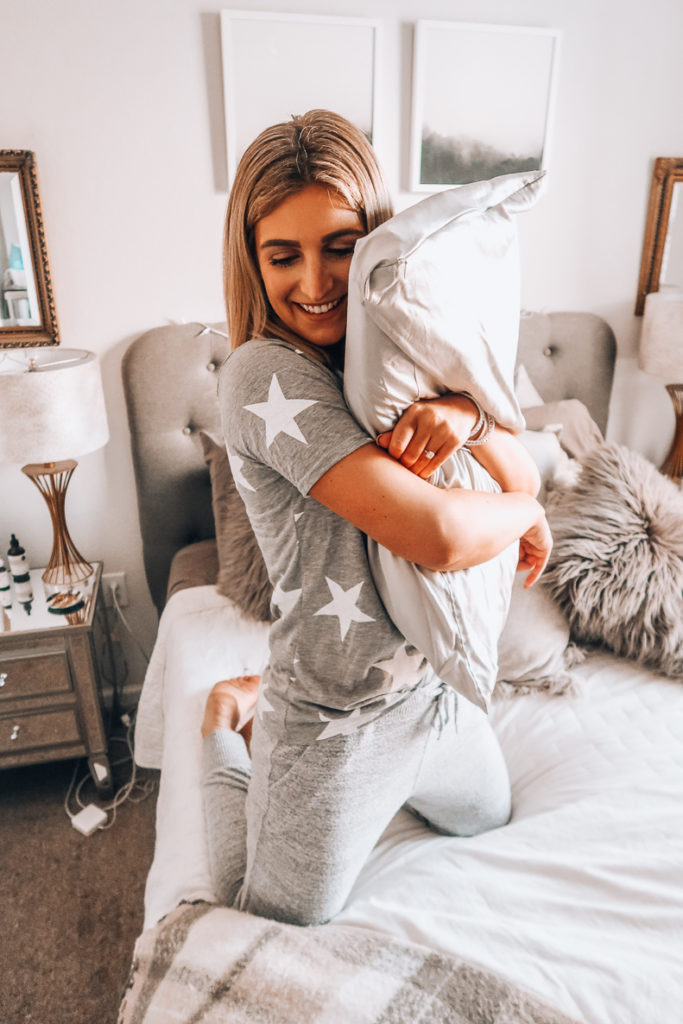 $26 Silk Pillowcase You will Love | Mulberry silk pillowcase | Audrey Madison Stowe A fashion and lifestyle blogger in Texas