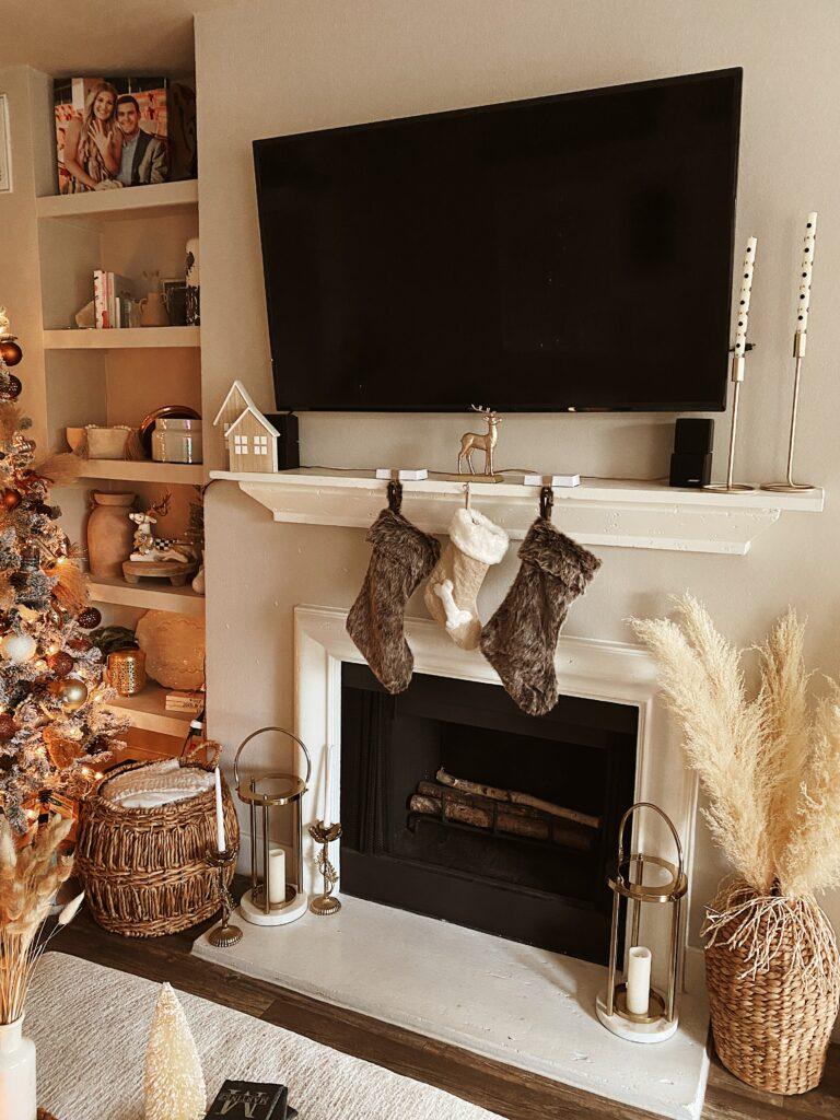 Neutral Holiday Home Decor | Living Room Christmas Decor | Audrey Stowe