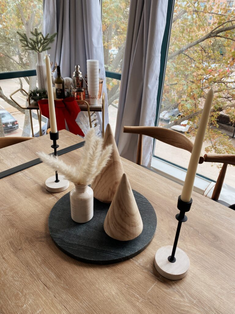 Dining Room Holiday Decor |