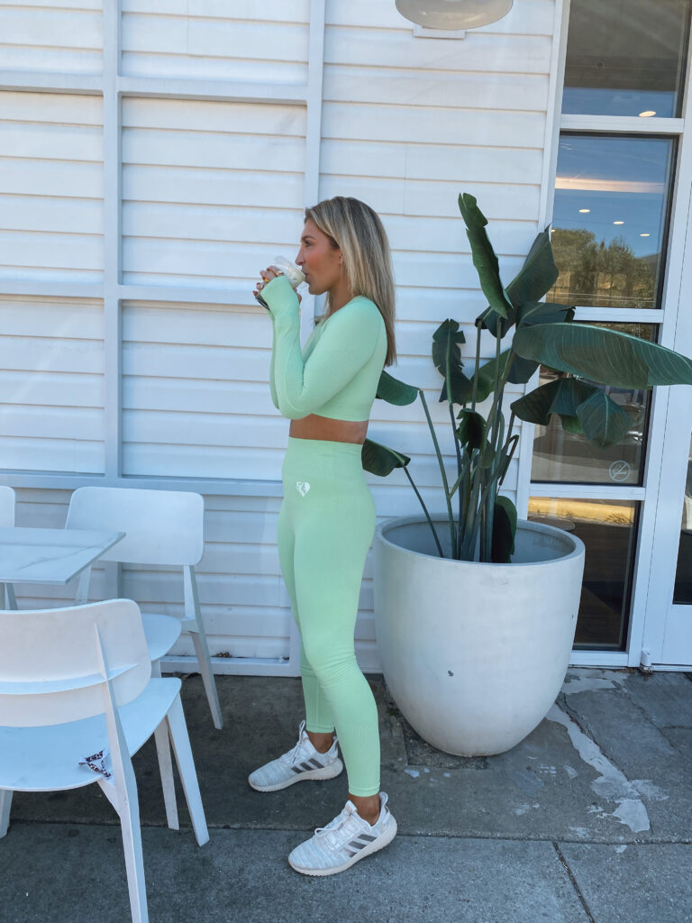 Cute fitspo   Vibrant green workout set   Fall workout style
